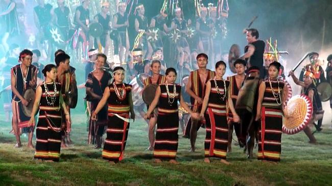 Cho thuê trang phục biểu diễn dân tộc Tây Nguyên