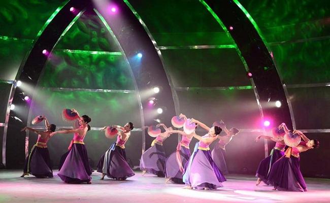 Chọn trang phục múa cho ca khúc Việt Nam quê hương tôi