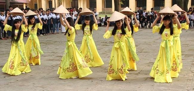 Trang phục biểu diễn múa nón